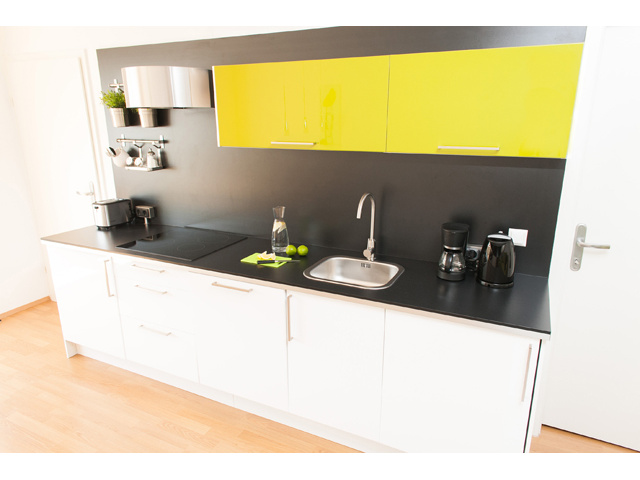 Brushed steel kitchen equipment - Apartment Universumstrasse