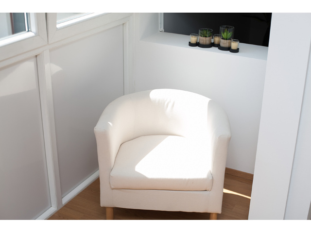 Comfortable chair - Vienna city apartment Universumstrasse